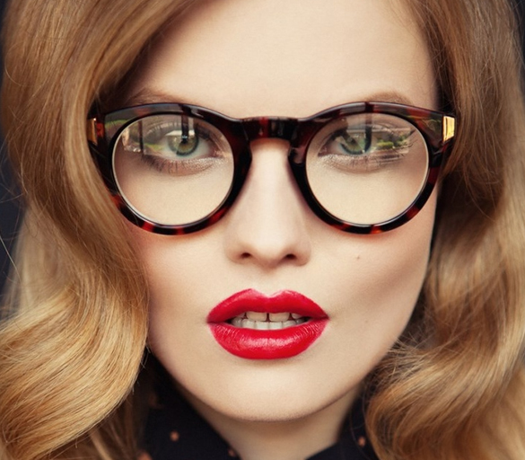 Girl-with-glasses-beautiful-hair-and-red-lipstick (1)