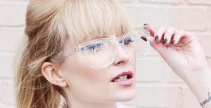 Trend transparentních brýlí