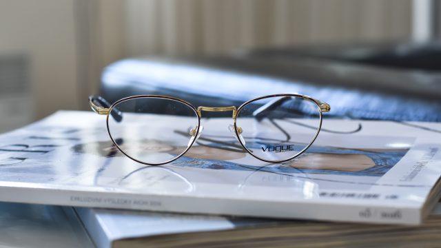 Už máte své trendy kovové brýle?